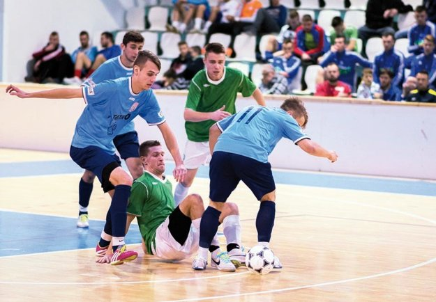 Hráčov Vrábeľ aČFK Nitra základná skupina vyšla, vo štvrťfinále však stroskotali.