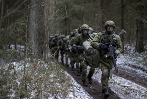 Litovskí branci počas vojenského cvičenia NATO.