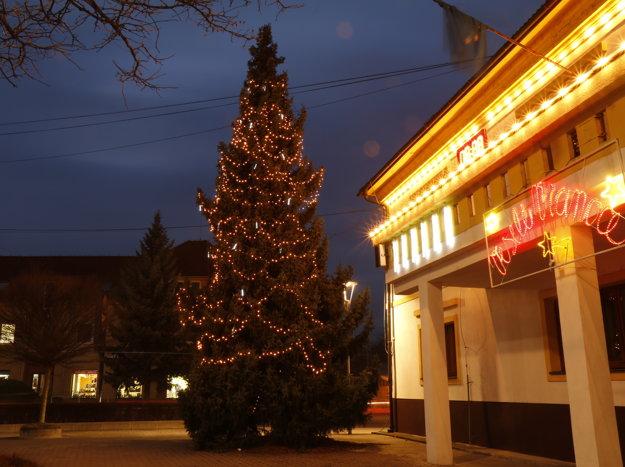 Vianočný stromček v centre Novák.