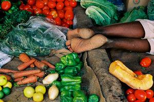 Predaj zeleniny na Centrálnom trhovisku v Chartúme, Sudán.