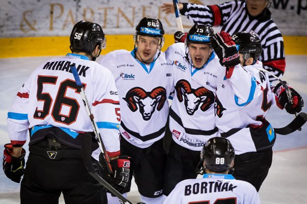 Hokejisti Banskej Bystrice v piatok svoj zápas neodohrajú.