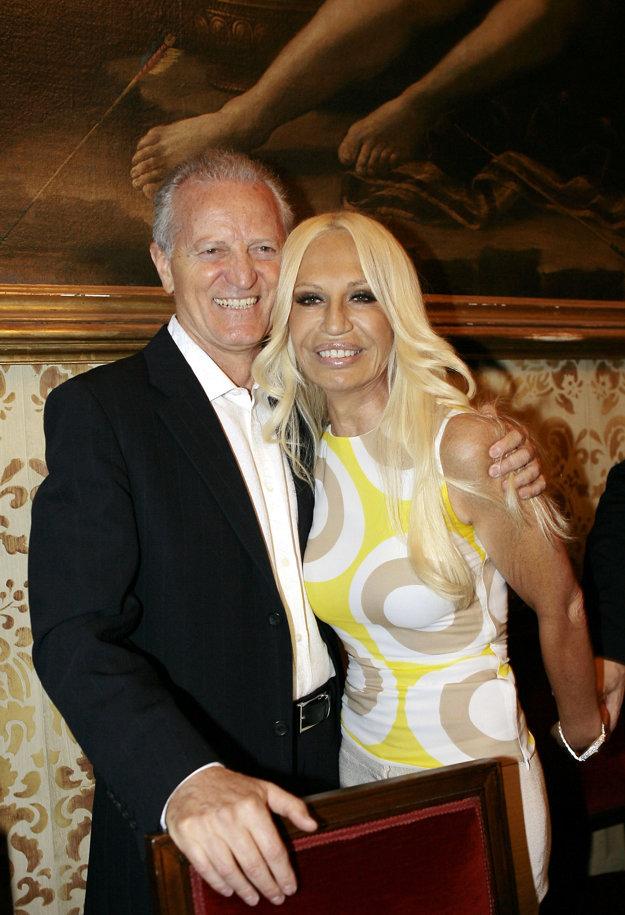 Donatella s bratom Santom prebrali dizajnérsky dom Versace a spravujú ho dodnes
