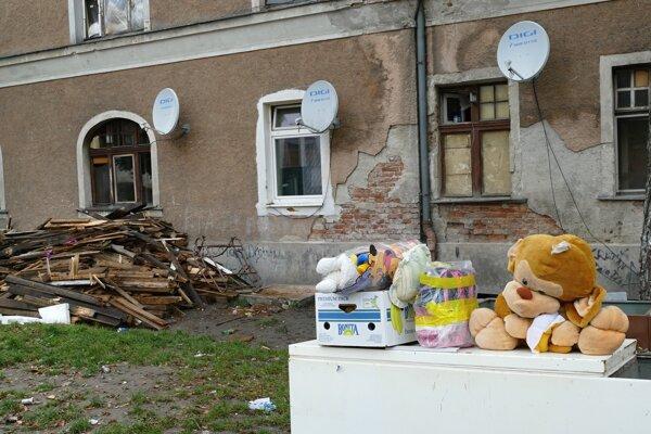 Bytový dom na Bratislavskej ulici v Žiline poškodil požiar, teraz je už zbúraný.
