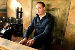 Hrací stôl bol pôvodne umiestnený v skrini organu, po obnove by sa tam mal vrátiť.