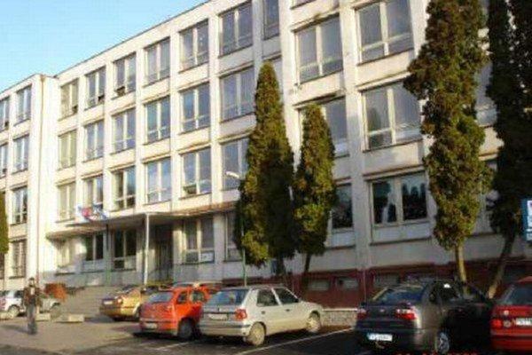Obchodná akadémia vo Vranove nad Topľou.