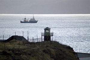 Ruská loď hliadkuje pri ostrove Kunašir (súčasť Kurilských ostrovov).