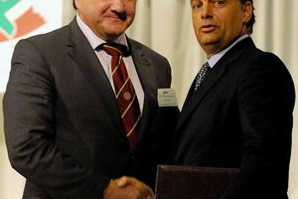 Pál Csáky a líder Fideszu Viktor Orbán.