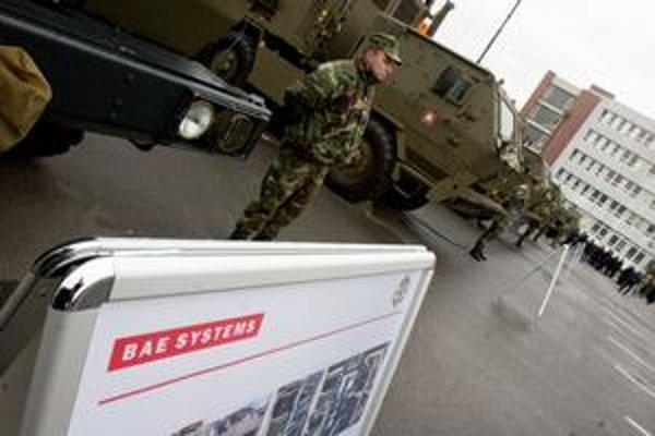 Pre komunikačný systém armáda nemá vhodné autá ani vysielačky.