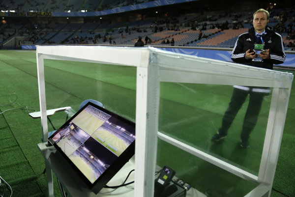 Rozhodca Kassai prvýkrát v histórii v súťažiach riadených FIFA použil videotechnológiu na posúdenie spornej situácie.