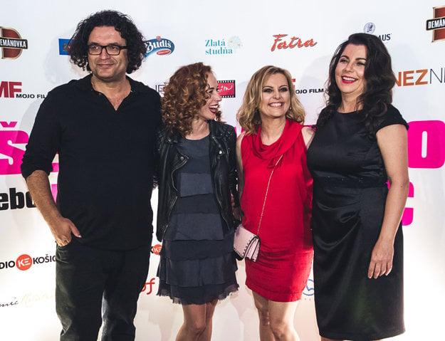 Marta Ferencová (vpravo) so spisovateľkou Evitou Urbaníkovou, herečkou Táňou Pauhofovou a producentom Petrom Núňezom.