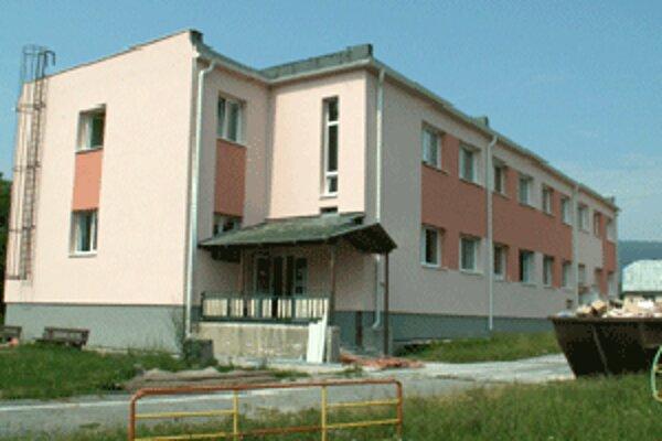 V Lazanoch opravili aj budovu, v ktorej je škôlka, kuchyňa a jedáleň.