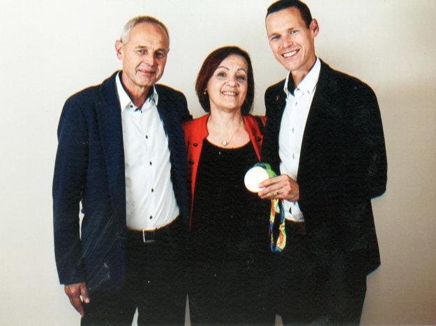 Šťastní rodičia so synom - olympijským víťazom a zlatou medailou z Ria de Janeiro.