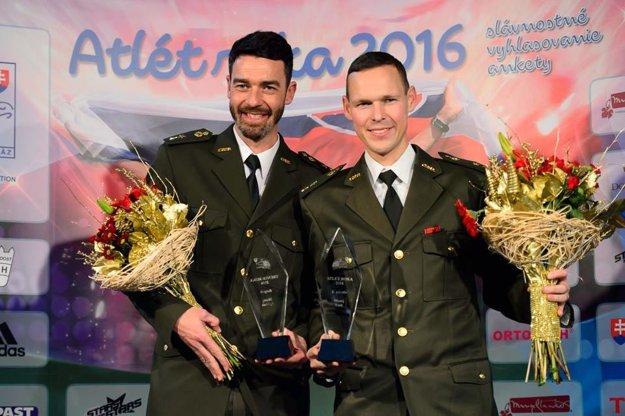 S trénerom Matejom Spišiakom na galavečeri Atlét roka. Obaja triumfovali vo svojich kategóriách.