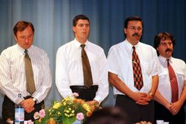 Béla Bugár v roku 1998, na zasadnutí, kde bol zvolený za predsedu SMK.