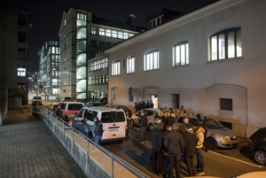 Telo útočníka našli len pár stoviek metrov od mešity.