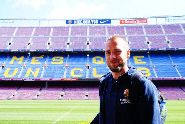Marián Gabaš počas návštevy vFC Barcelona.