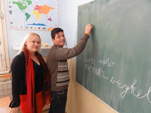 Deviatak Rani so svojou učiteľkou slovenčiny Máriou Dobrovodskou.