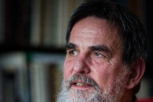Daniel Pastirčák (1959) je kazateľ Cirkvi Bratskej a slovenský básnik. Pôsobí a žije v Bratislave.