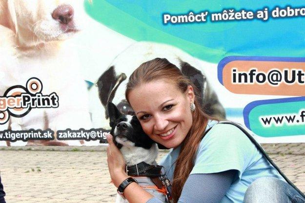Soňa Orčíková spolu s dobrovoľníkmi strávi aj Vianoce medzi psíkmi.