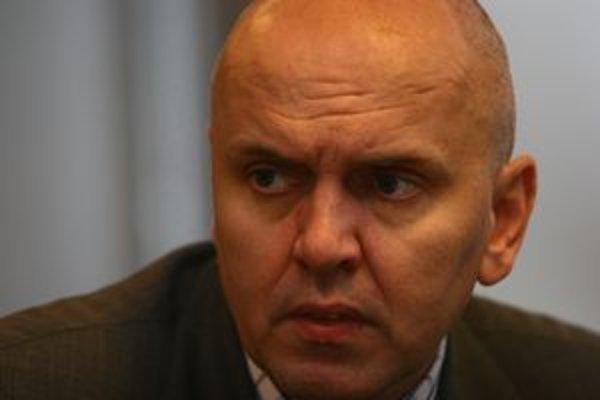 Podľa Gorily patril Oszkár Világi k najvplyvnejším podnikateľom stojacim za SMK.