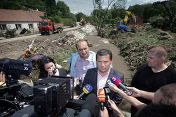 József Nagy v zatopenej obci Píla.