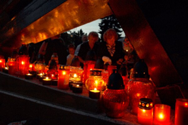 Pri baníckom súsoší po roku opäť horeli sviečky.