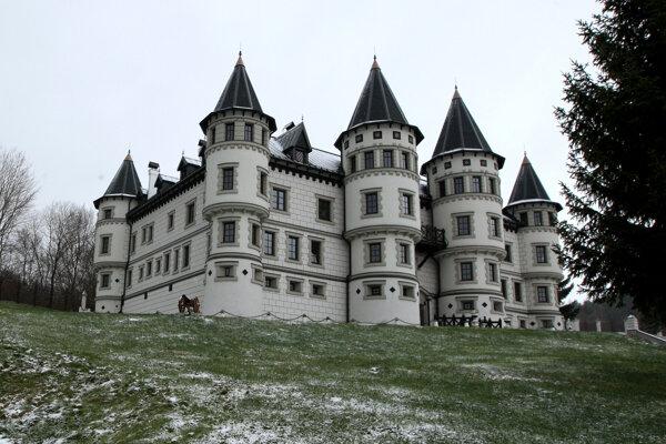 Bratislavčan postavil hrad synovi. Pozrite si ako vyzerá.