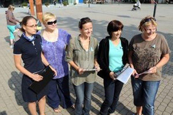 Učitelia vyšli do ulíc zbierať ďalšie podpisy aj v Žiline.