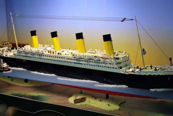 Model Titaniku z lega.