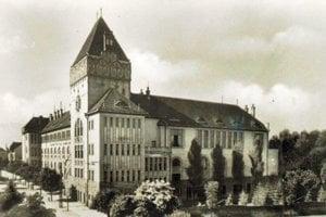 Gymnázium M. M. Hodžu v minulosti.