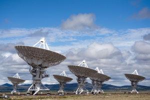 Zdroj signálu odhalili rádiové teleskopy Very Large Array v Novom Mexiku.