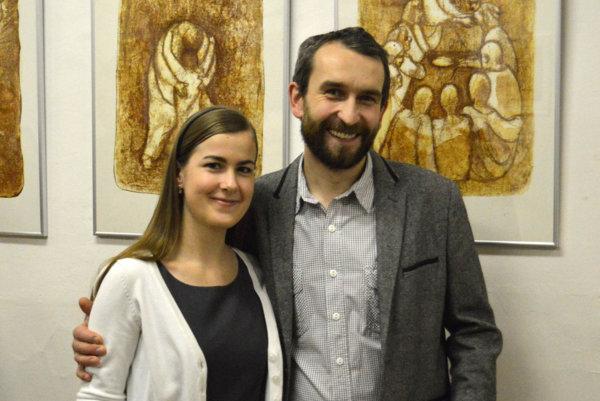 Vernisáž. Andrej Mazúr bol na nej aj s manželkou.