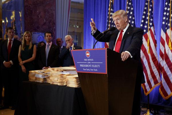 Donald Trump na tlačovej konferencii.