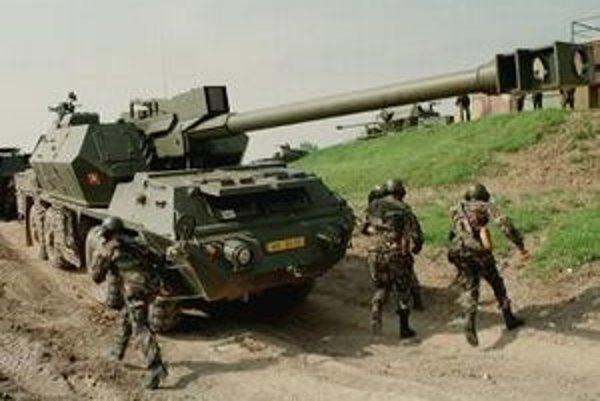 Na snímke ukážka samohybnej húfnice Zuzana z roku 1999. Exminister o vývoji zbrane hovorí, že to bola drahá chyba.
