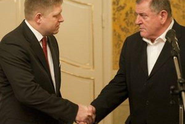 Robert Fico a Vladimír Mečiar po rokovaní koaličnej rady 2. februára 2010.