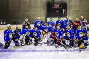Za All Stars Team nastúpili viacerí známi hokejisti, napríklad Marek Slovák z majstrovskej Nitry či Erik Čaládi.