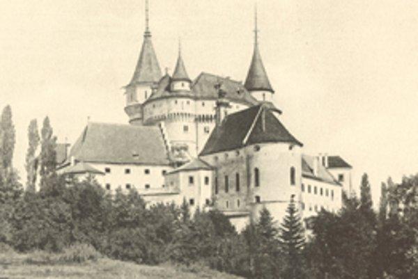 Gróf Ján František Pálfi sa dokončenia rekonštrukcie zámku nedožil.