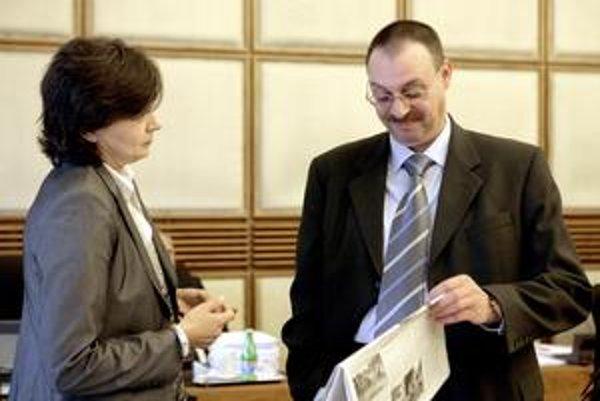 Dobroslav Trnka (vpravo) stihol pred odchodom z funkcie vymenovať 41 prokurátorských čakateľov.
