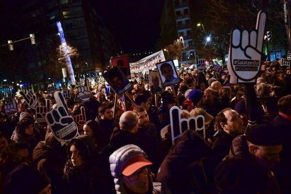 Protestujúci v Bilbau.