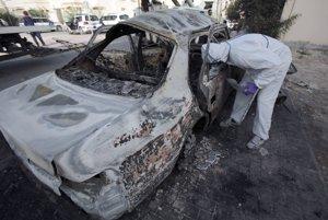 Auto zničené pri výbuchu počas protestov v roku 2014.