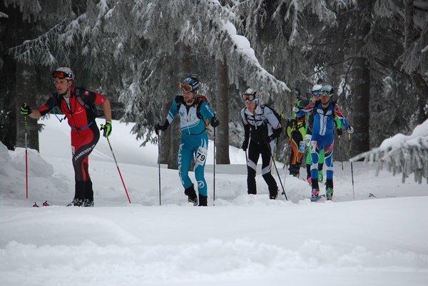Prvý zľava: J. Laštík, J. Šiarnik, J. Hlavčo, M. Danko, T. Lichý.