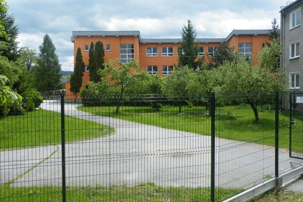 Belušská škola.