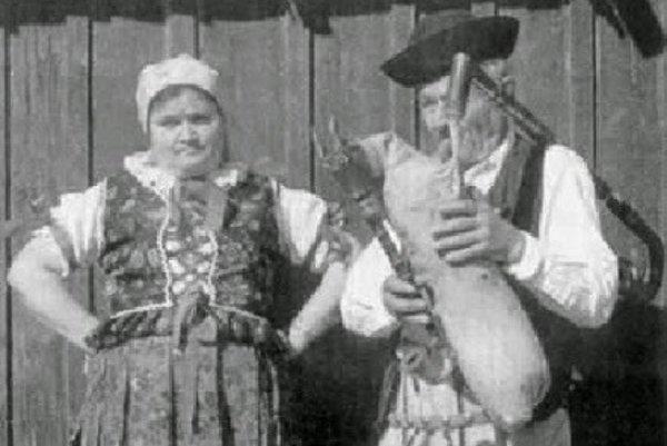 Ľudia zOravskej Polhory vtradičnom odeve.