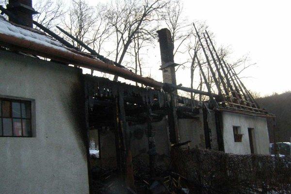 Strecha kompletne zhorela.