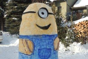 Netradičná snehová postavička.