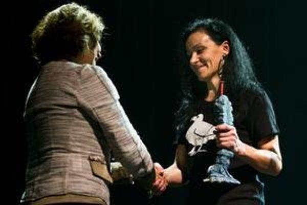 Bielu vranu si prebrala od aliancie Fair–Play a Via Iuris v stredu v PKO počas Koncertu pre všímavých.