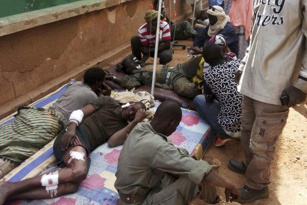 Na vojenskú základňu v africkom Mali zaútočil samovražedný atentátnik.