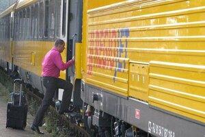 Vlak meškal pre nehodu.