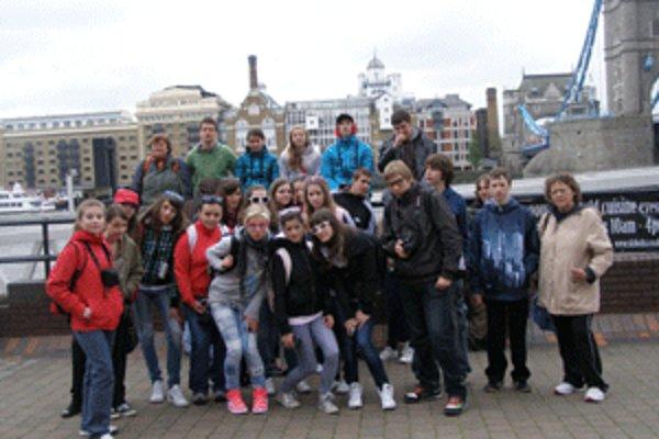 Handlovských gymnazistov rovnako očaril Londýn ako aj Paríž.