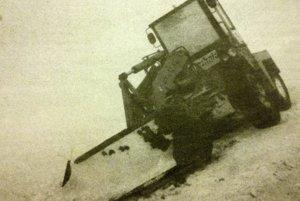 Počas snehovej kalamity zlyhávala i ťažká technika.
